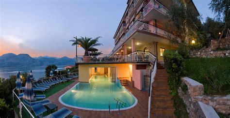 hotel con idromassaggio in lago di garda offerta hotels consolini