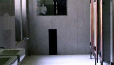 nei bagni di scuola 14enne tenta di impiccarsi nei bagni della scuola salvata