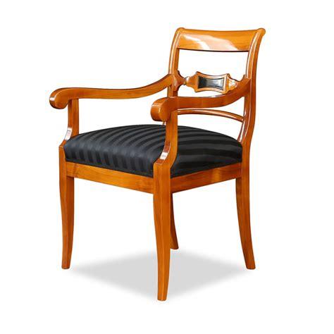 robuster stuhl mit armlehne kirschbaum stilwohnen de - Stuhl Mit Armlehne