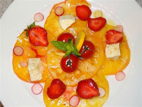 cuisiner courgette jaune salade d 233 t 233 tomate ananas fraise mozarella radis et