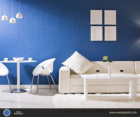 the calming effect of blue and the peacefulness of white can give your room a majestic setting