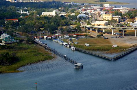 boat battery park battery park and marina in apalachicola fl united states