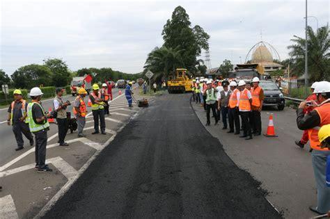 Plastik Untuk Pengecoran Jalan kementrian pupr coba limbah plastik untuk pengaspalan jalan