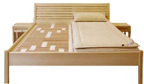 richtiges liegen im bett schlafsysteme bettensysteme matratze gegen
