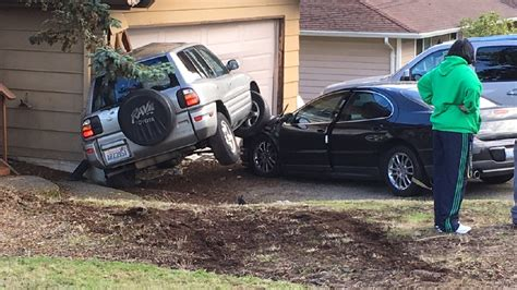 Toyota Garage Kent by Suv Plows Into Garage Of Kent Home After Swerving To Avoid