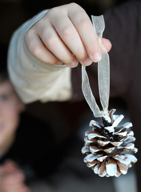 8 easy diy pinecone ornaments for christmas shelterness