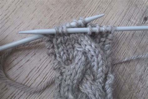 cable needle knitting how to knit the cable stitch without a cable needle