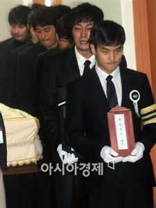 so ji sub coffee park yong ha s coffin borne out of st mary s hospital