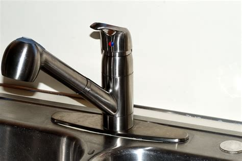 how to replace a kitchen faucet in 4 simple steps