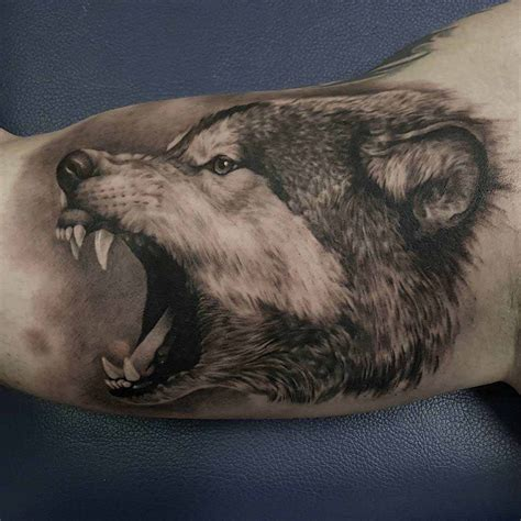 realistic wolf tattoo angry wolf on bicep animals