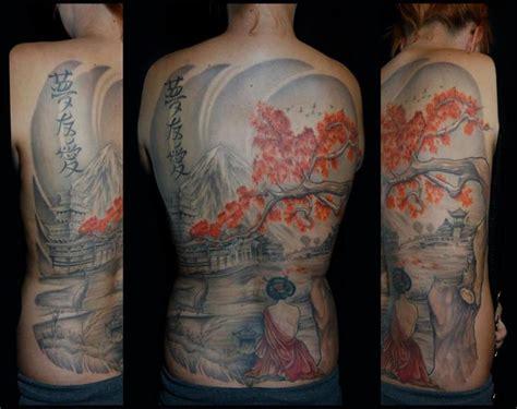 geisha tattoo znaczenie tatuaż japoński plecy gejsza drzewo przez white rabbit tattoo