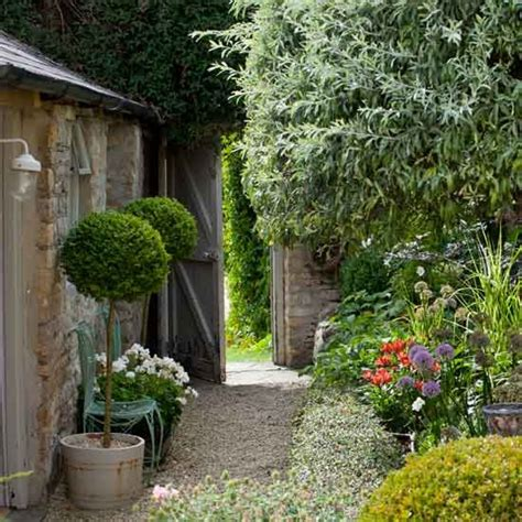 House To Home Small Garden Small Garden Ideas Uk Photograph Small Gardens Photo