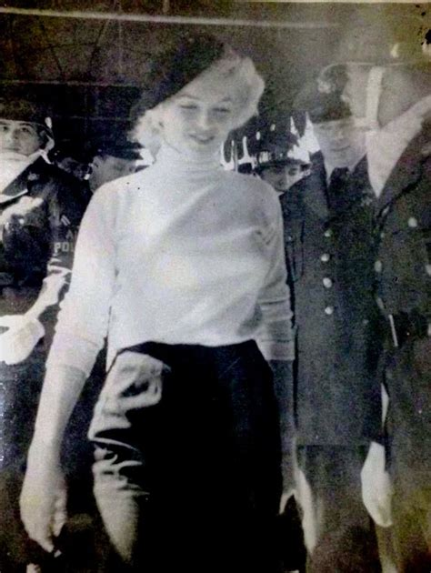 marilyn monroe korea savaşı marilyn at brady airbase in japan february 1954