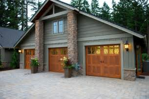 House With 3 Car Garage by 5 Garage Doors From Dallas