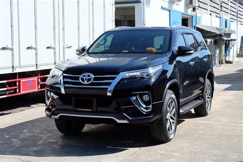 Kit Toyota Fortuner Ativus toyota fortuner fiar bodykit black front quarter thailand indian autos