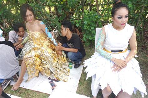 desain gaun daur ulang melihat sah yang artistik dan trendi di trashstock