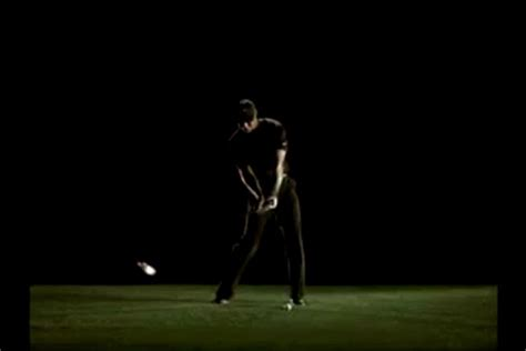 tiger woods golf swing in slow motion tiger woods slow motion golf swing popscreen