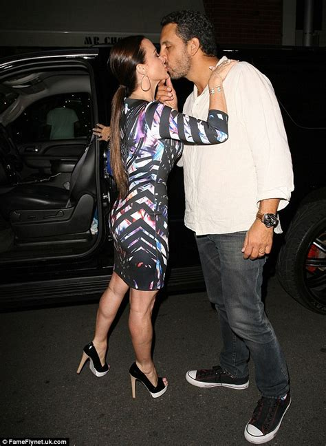 Kyle richards showers husband mauricio umansky with kisses in public
