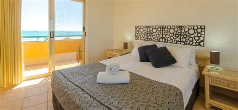 3 bedroom apartments airlie beach one bedroom airlie beach apartments toscana village