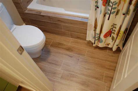 Bathroom tile flooring ideas for small bathrooms with wood