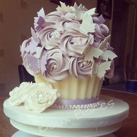 giant wedding cakes giant wedding cake idea in 2017 bella wedding
