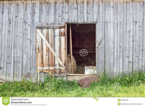 Open Barn Door Door In An Barn Stock Photos Image 32351663