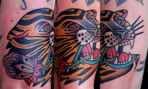ali tattoo old school tatuaje brazo old school tigre por last port