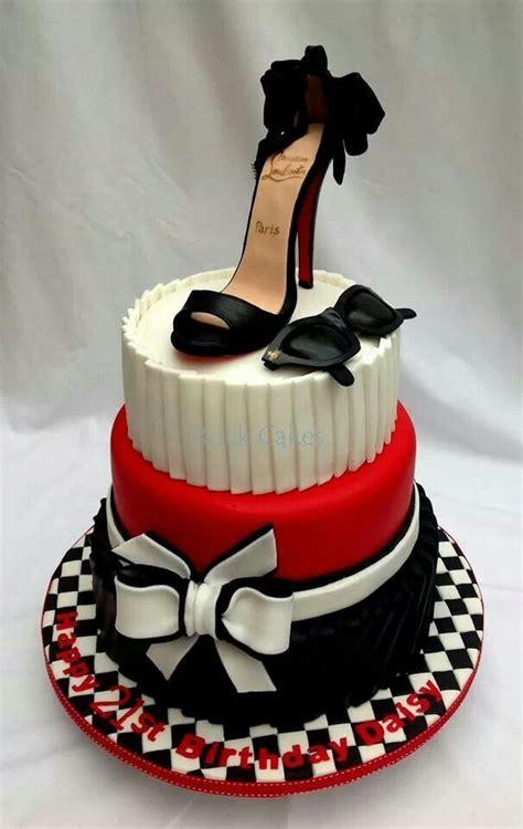 pin van   bite op cakes shoes taart bruiloft taart ideeen en vrijgezellenfeest taarten