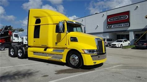 Western Stratosphere Sleeper by Western 5700xe For Sale 115 Used Trucks From 115 806
