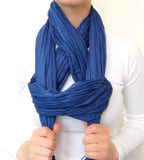 chic way to tie a scarf made2style