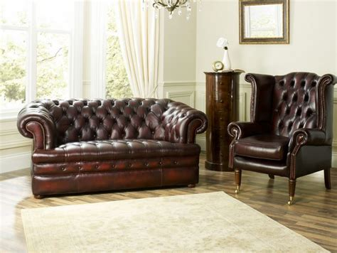 brown chesterfield sofa in living room the return of vintage furniture vintage chesterfield sofas