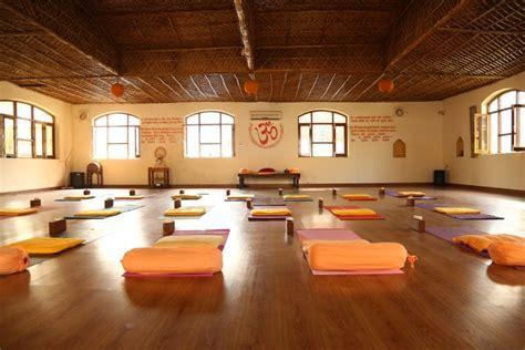 Anand Prakash Yoga Ashram Rishikesh, India   Akhanda Yoga