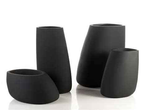 Pot De Fleur Haut 4692 by Polyethylene Vase With Light Stones 100 By Vondom Design
