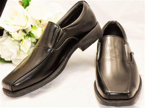 Elegant Bridal Style: Groom Wedding Shoes Wallpaper