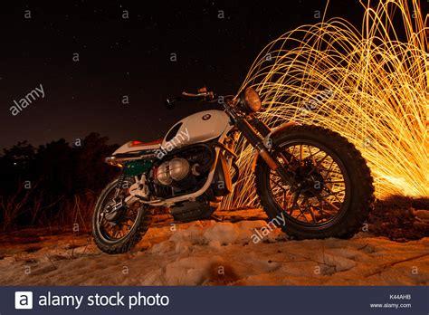 Motorrad Bilder Bei Nacht by Cafe Racer Stockfotos Cafe Racer Bilder Alamy