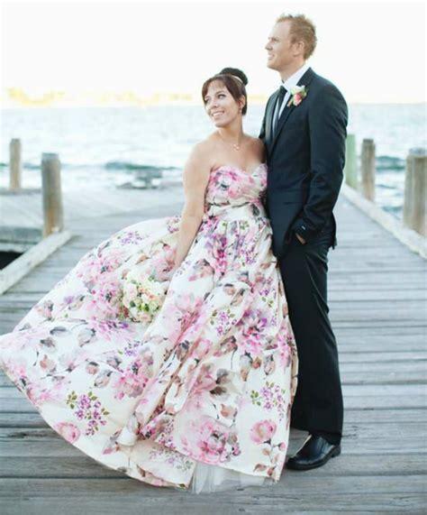 flower pattern wedding dress 14 floral wedding dresses that are crazy pretty brit co