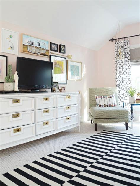 teen girls room  pink  gray