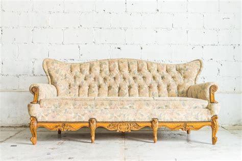 divano gratis divano di legno antico scaricare foto gratis