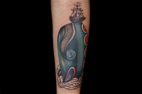 10 id 233 es de tatouage sur les bras