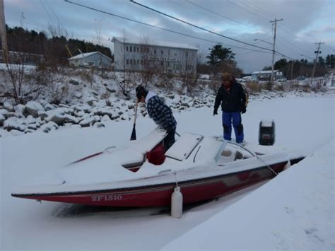 row row row your boat gently down the stream row row row your boat gently down the ice