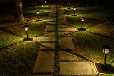 candele da giardino idee giardino come decorare un vialetto con le