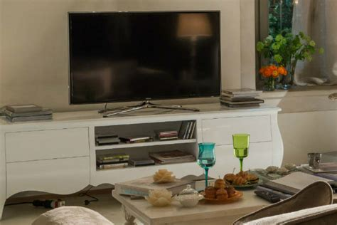 mensole per televisori westwing porta tv da parete eleganza nascosta