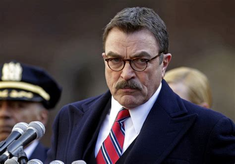 im looking for the sweater tom selleck wears in this blue bloods frank reagan paddles the rooseveltriver