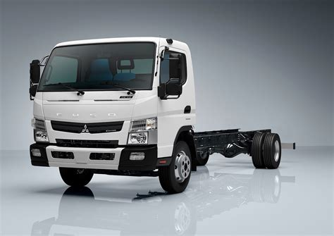 mitsubishi trucks mitsubishi fuso canter debuts down under autoevolution