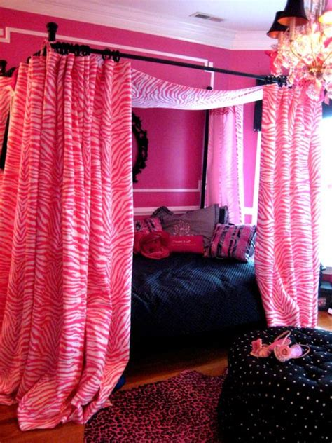 bedroom privacy curtains 25 best ideas about curtains around bed on pinterest