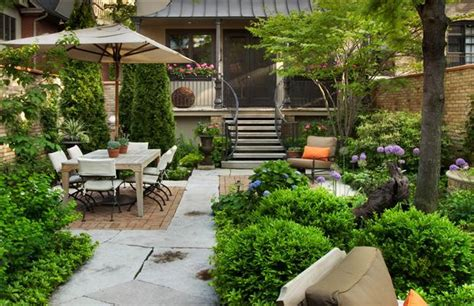 City Backyard Landscaping Ideas by Pretty Garden In The City