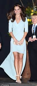 Catwalk To The Stage Fergie In Packham by Packham S Designs Are Popular With Kate Middleton