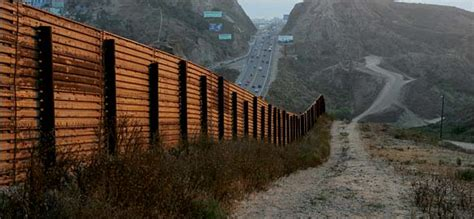 borders fences and walls state of insecurity border regions series books with congress s blessing a border fence may finally push