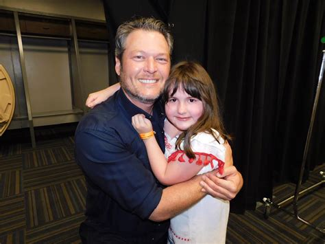 blake shelton fan club meet and greet sick fan misses blake shelton meet greet but he brings