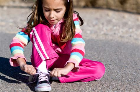 kid tying shoes teach to tie creative methods to teach to tie their